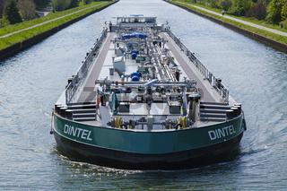 Gas- und Oeltanker auf dem Datteln-Hamm-Kanal, Bergakamen, Ruhrgebiet, Nordrhein-Westfalen