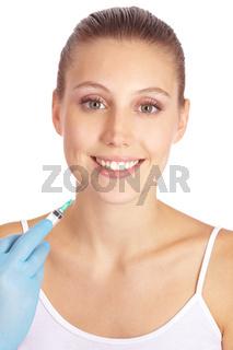 Frau macht Lippenvergrößerung