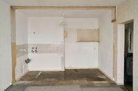 Abriss und Renovierung einer alten Küche in Wohnung
