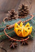 Orange mit Nelken