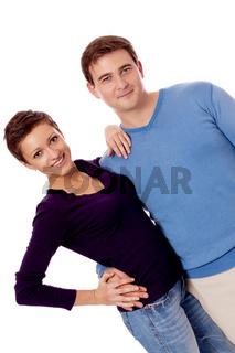 junges paar pärchen in freizeit kleidung verliebt isoliert