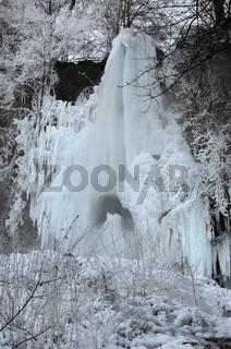 Uracher Wasserfall im Eispanzer