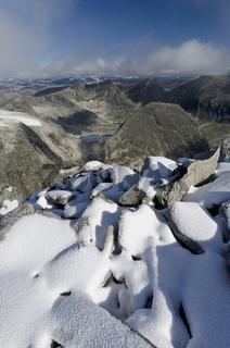 Blick vom Berg Storstyggesvanatinden ins Tal Svanadalen im Dovrefjell-Sunndalsfjella Nationalpark, Oppland