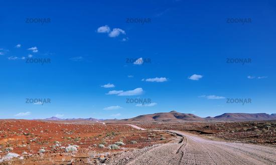 Straße und Landschaft im Norden von Namibia | Street and landscape in the north of Namibia