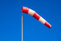 Windsack auf der Mole in Warnemünde
