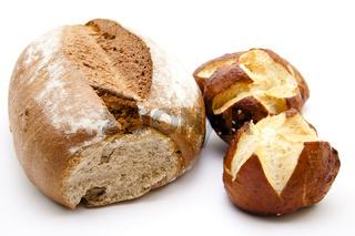 Laugenbrötchen mit Brot