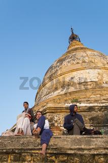 Touristen auf der Shwesandaw Pagode, Old Bagan, Myanmar, Asien