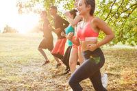 Gruppe Freunde beim Jogging in der Natur