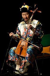 Mongolischer Musiker mit Pferdegeige