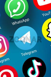 Telegram Logo soziale Medien Icon soziales Netzwerk im Internet Hintergrund Hochformat