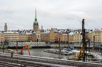 Gamlatan Munkbroleden Uferpromenade und Baustelle auf dem Wasser - Stockholm