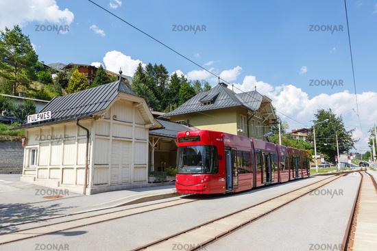 Stubaitalbahn Innsbruck Straßenbahn Bombardier Tram Bahn Nahverkehr Haltestelle Fulpmes in Österreich