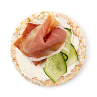 Rice cakes with cream cheese, prosciutto and cucumber