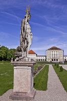 Skulptur des Neptun vor dem Nymphenburger Schloss