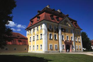 Schloss Theuern ist ein Schloss in Theuern in der Gemeinde Kümmersbruck im Landkreis Amberg-Sulzbach und enthält das Bergbau- und Industriemuseum Ostbayern
