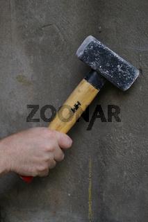Hand mit Hammer