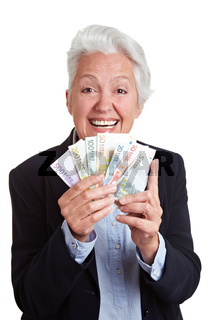 Seniorin gewinnt Geldscheine