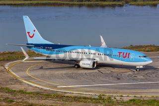 TUI Boeing 737-800 Flugzeug Flughafen Korfu in Griechenland