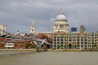 London St Paul's Cathedral und Millenium Bridge