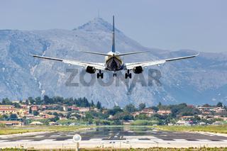 Ryanair Boeing 737-800 Flugzeug Flughafen Korfu in Griechenland