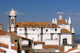Portugal: Pfarrkirche von Monsaraz im Alentejo