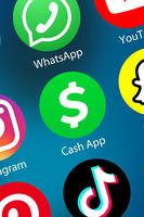 Cash App Logo Geld überweisen zahlen Zahlungsdienst Icon im Internet Hintergrund Hochformat