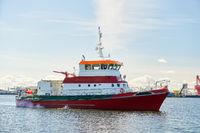 Seenotkreuzer im Einsatz im Hafen zur Seetnotrettung