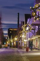 Fussgaengerzone Massener Strasse mit Weihnachtsbeleuchtung, Unna, Ruhrgebiet