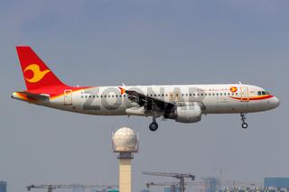 Tianjin Airlines Airbus A320 Flugzeug Flughafen Shanghai Hongqiao in China