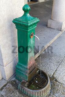Straßenbrunnen in Como, Italien
