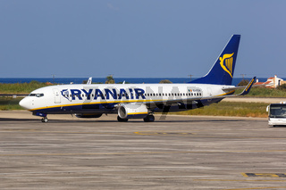 Ryanair Boeing 737-800 Flugzeug Flughafen Rhodos in Griechenland