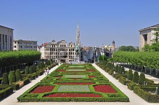 Panorama vom Kunstberg auf die Reiterstatue König Albert I., Park an der Albertbibliothek, Place de l'Albertine, dahinter der gotische Turm des Rathaus, Brüssel, Belgien, Europa