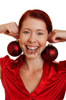Christbaumkugeln als Ohrringe