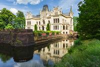 Wasserschloss Evenburg, Wasserspiegelung, Leer, Ostfriesland, Niedersachsen, Deutschland