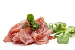 Salami mit Salatblatt