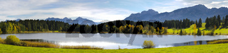 Panorama in Bayern mit See und Berge