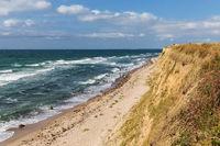 Ostseeküste mit Brandung, Strand und Steilufer bei Heiligenhafen