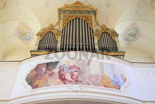 Orgel und Innenraum der Schloßkirche St. Marien auf der Insel Mainau
