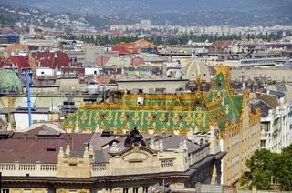 Blick von der Basilika Sankt Stephan auf das Dach der Postsparkasse ( Budapest, Ungarn)
