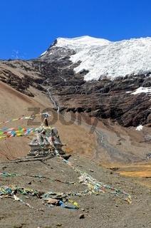 Stupa mit Karola Gletscher Tibet