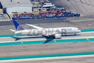 United Airlines Boeing 787-9 Dreamliner Flugzeug Flughafen Los Angeles Luftaufnahme