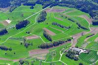 210509-121 Hasel Dolinenlandschaft Karst Aussiedlerhof.jpg