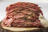 Scheiben vom geschnittenem Pastrami-Fleisch