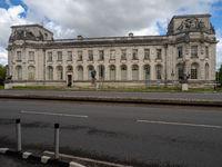 Western Side of the Cardiff Crown Court – Welsh: Llys y Goron Caerdydd – Facing Boulevard de Nantes