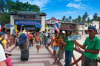 Hotel agents in the port of Phi-Phi, Thailand