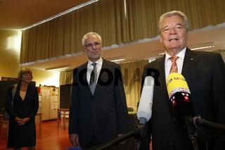 Joachin Gauck, German President, votes in Berlin.