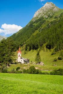 Die malerische Heilig-Geist-Kapelle, Prettau, Ahrntal, Südtirol, Italien