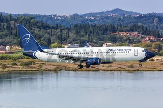 Blue Panorama Airlines Boeing 737-800 Flugzeug Flughafen Korfu in Griechenland