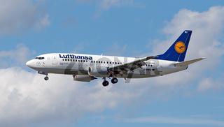 Boeing 737-330 der Lufthansa mit der Registrierung D-ABEU