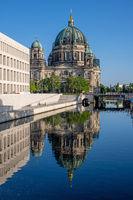 Der Berliner Dom mit dem wiederaufgebauten Stadtschloss